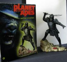 TIM BURTON'S PLANET OF THE APES GENERAL ATTAR PAINTED STATUE Dark Horse, 2001. 13