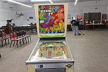 $.25 JUNGLE KING PINBALL MACHINE - GREAT GRAPHICS BUT NEEDS ATTENTION - DOES NOT LIGHT UP MINOR REPAIR