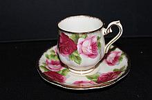 ROYAL ALBERT BONE CHINA ENGLAND (OLD ENGLISH ROSE) MINT