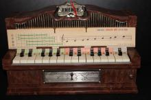 BEAUTIFUL 1959 CHILD TABLE TOP ELECTRIC ORGAN - SUPER COND. NO DAMAGE