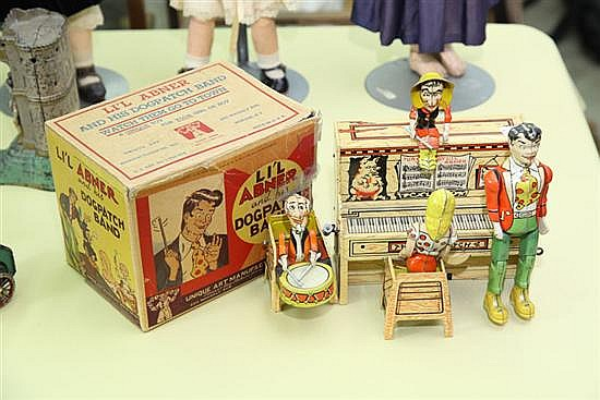 LIL' ABNER TIN WIND UP TOY. A Unique Art Lil' Abner and the Dogpatch 4 with original box. 8
