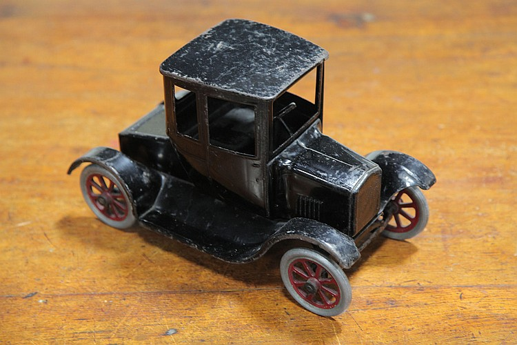 BUDDY L MODEL T TOY CAR.