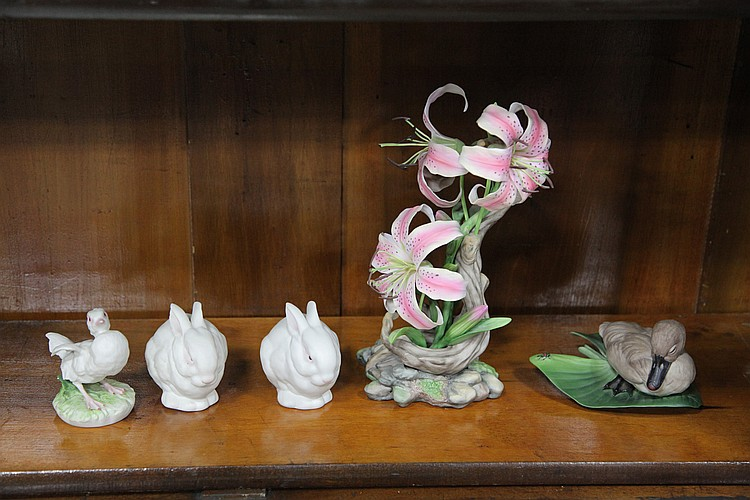 FIVE PORCELAIN FIGURES.
