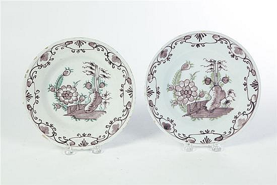 PAIR OF DELFT PLATES.