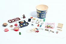 A GROUP OF MICELLANEOUS POP CULTURE NOVELTY ITEMS.