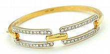GOLD AND DIAMOND BANGLE BRACELET.