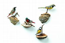 FOUR FOLK ART BIRD CARVINGS.