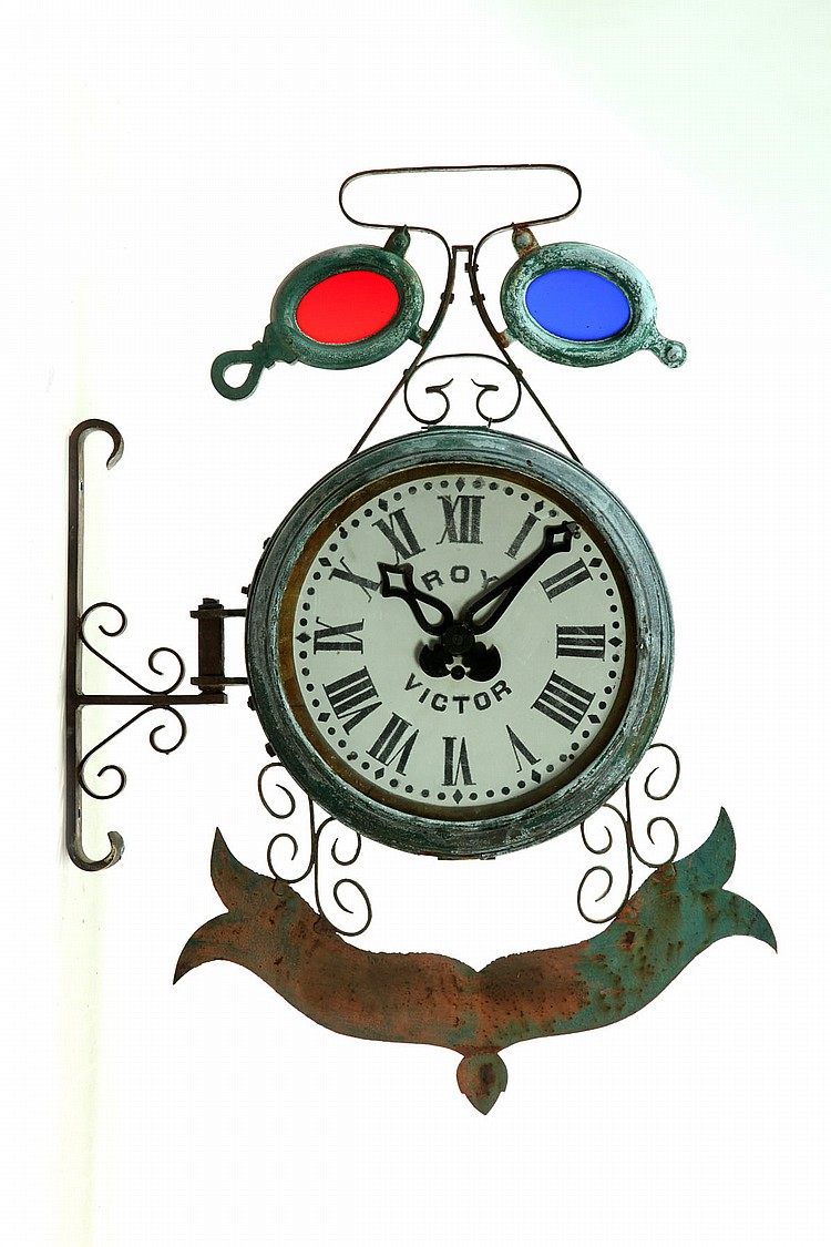 ADVERTISING CLOCK WITH EYEGLASSES.
