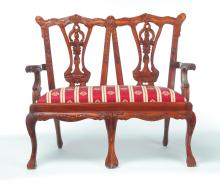 MINIATURE AMERICAN CHIPPENDALE-STYLE SETTEE.