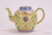 CHINESE YELLOW FAMILLE ROSE PORCELAIN TEAPOT