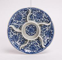 CHINESE 18TH CENTURY BLUE WHITE PORCELAIN PAINTER