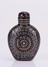 CHINESE LACQUER SNUFF BOTTLE WITH INLAY