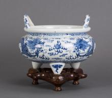 CHINESE BLUE WHITE PORCELAIN CENSER WITH DRAGON