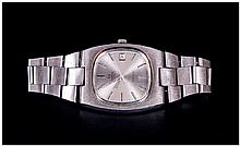 Omega Gents Automatic Stainless Steel Wristwatch silvered dial, battons and hands, with date aperture. Screwback, stainless steel Omega bracelet strap. Unworking A/F