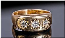 18ct Gold Star Set 3 Stone Diamond Ring. Diamonds