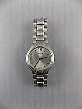 A Gents Stainless Steel Bracelet ' Accurist ' Wrist Watch In a Box.