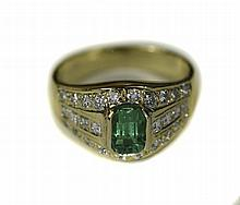 18ct Gold Emerald And Diamond Cluster Ring Set Wit