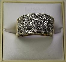 A 9ct Gold Set Diamond Cluster Ring. Fully Hallmarked and Set with Over 1ct