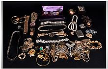 A Good Collection of Vintage Costume Jewellery. In