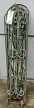 Eight pieces of Green decorative fence metal-
