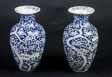 Blue & white Chinese export vases-