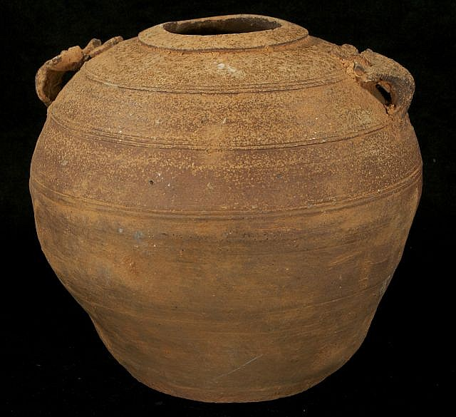 A Chinese Western Han Dynasty Style Earthenware Pot.