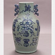 A Chinese Porcelain Vase, 19th/20th Century.