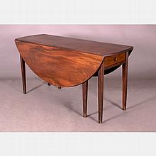 An American Federal Mahogany Drop Leaf Dining Table, 18th Century,