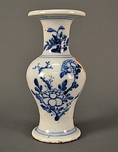 Blue and White Chinese Vase size: 7