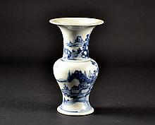 Chinese Porcelain Blue & White Vase Size : 9 1/4
