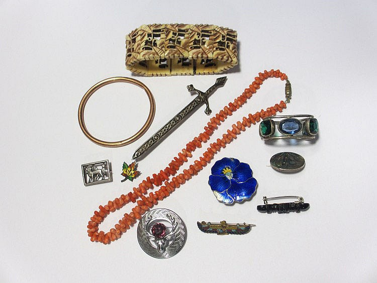A collection of costume jewellery to include, a