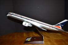 Delta 757 desk model airplane