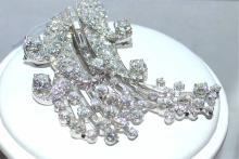 Ladies platinum vintage brooch