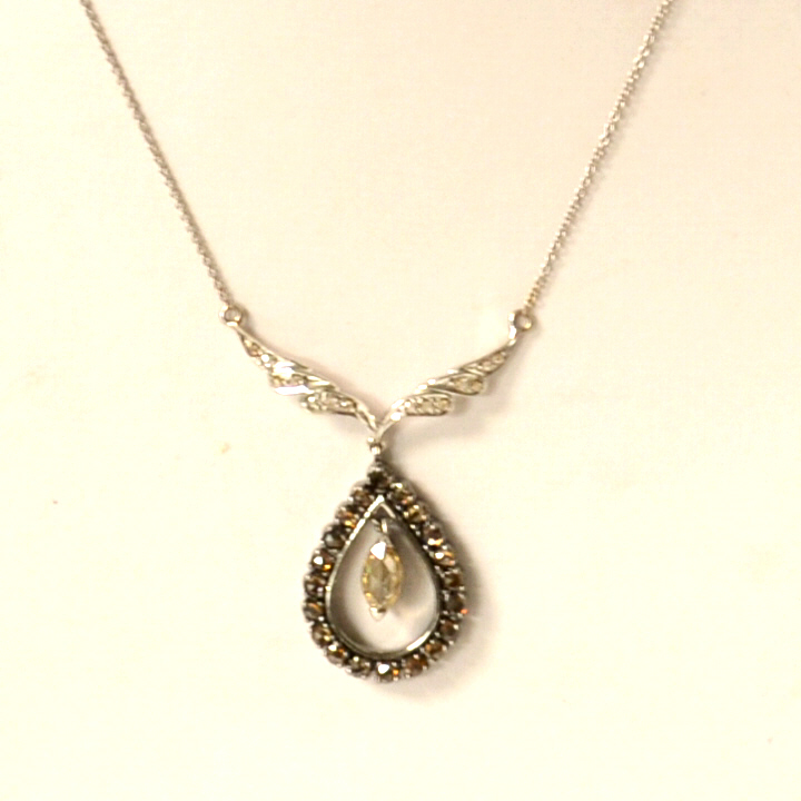 18kwg Diamond Teardrop Necklace