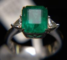 18 Kt. WG, Emerald, and Diamond Ring