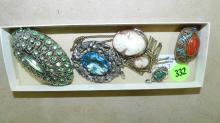 Lovely group of antique / vintage jewelry, including cameos, brooches, etc. COND VG