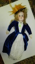 44) Lovely antique bisque head doll, with quality outfit, COND VG. Aprox. 25