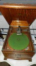 Antique table top hand crank Victor Victrola phonograph, in oak case, special shipping required