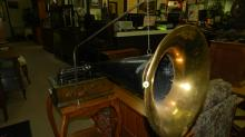 Antique table top Edison cylinder player phonograph, with horn and lid, needs adjusting