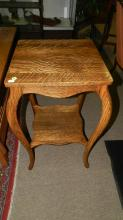 9) Nice American oak parlor table, special shipping required