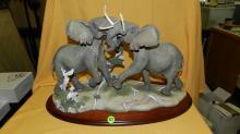Massive elephants figurine, cond VG