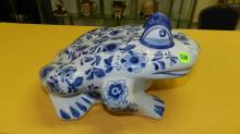 Nice Asian style porcelain blue and white frog