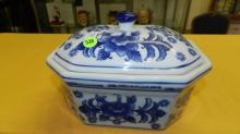 Nice Asian style porcelain blue and white lidded pot