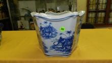 Nice Asian style porcelain blue and white planter