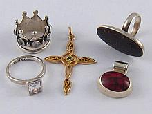 A mixed lot of white and gilt metal (tests silver) jewellery comprising thr