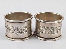 A pair of silver napkin rings, Chester, 1912. wt.40gm.
