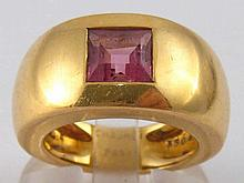 Chaumet. A French hallmarked 18 carat gold pink sapphire ring by Chaumet, s