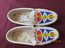 American Indian Ladies Moccasins Beaded size 8 1/2