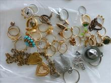 24 assorted custom rings key rings charm heart locket nice lot