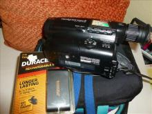 12X Handycam video 8 -CCD-TR64-with Samsonite case